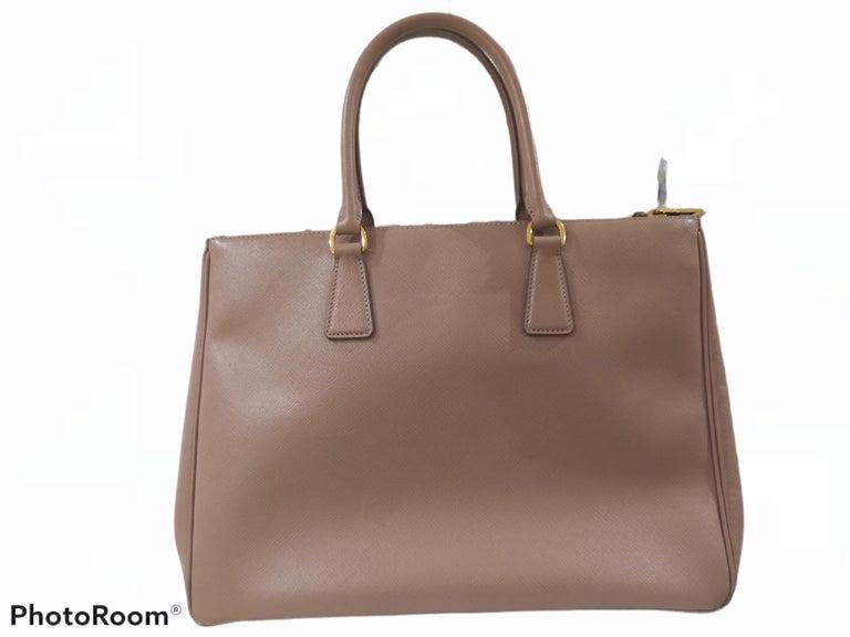 Brown Prada Galleria Leather shoulder handle bag For Sale