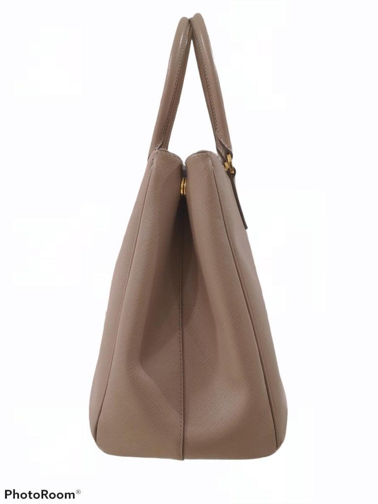 Prada Galleria Leather shoulder handle bag In Excellent Condition For Sale In Capri, IT