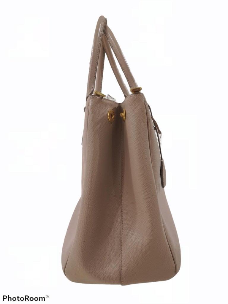 Women's Prada Galleria Leather shoulder handle bag For Sale