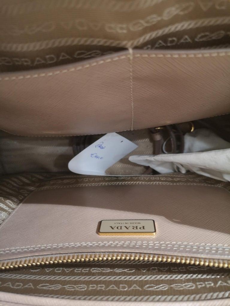 Prada Galleria Leather shoulder handle bag For Sale 1