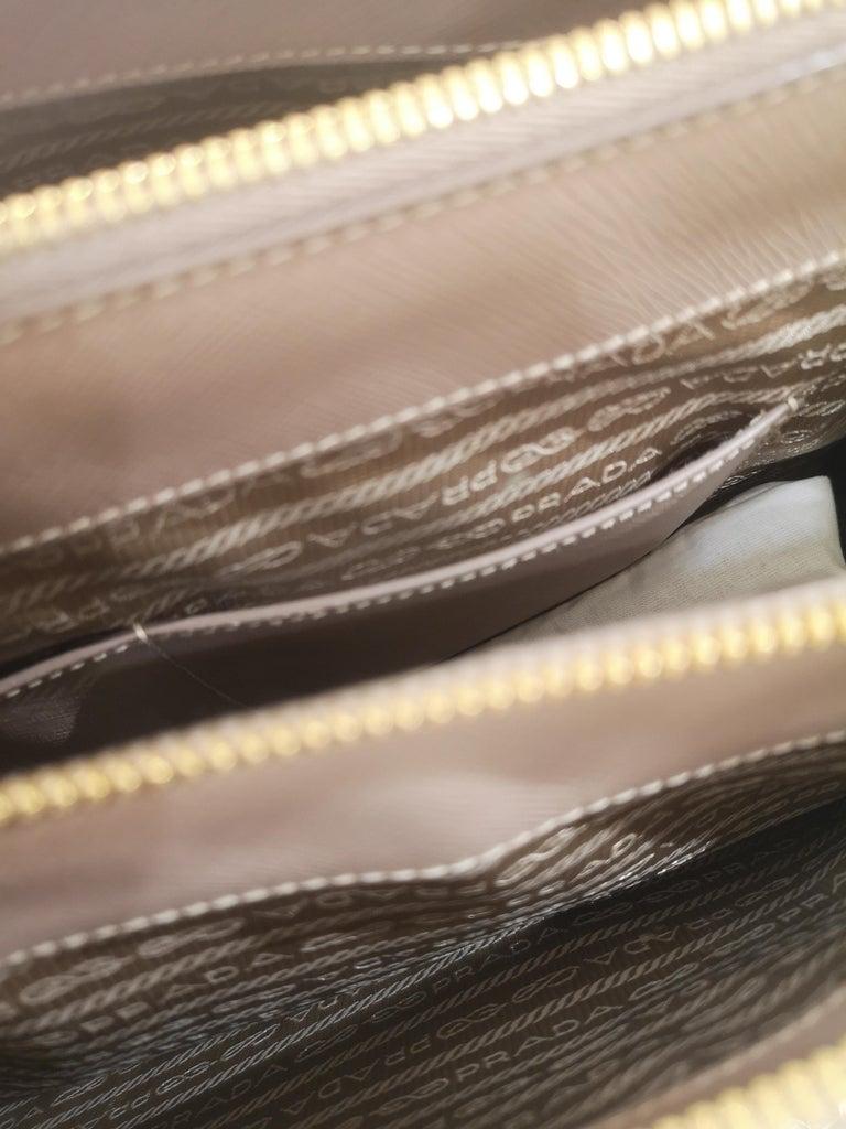 Prada Galleria Leather shoulder handle bag For Sale 2