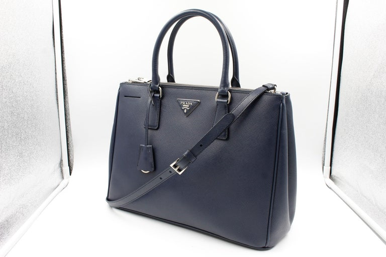 Prada's Galleria Saffiano tote is a perfectly prim addition to your accessories edit. Crafted from textured navy blue calf leather, this design is finished with dainty top handles and golden hardware. Double storage compartments leave ample room for