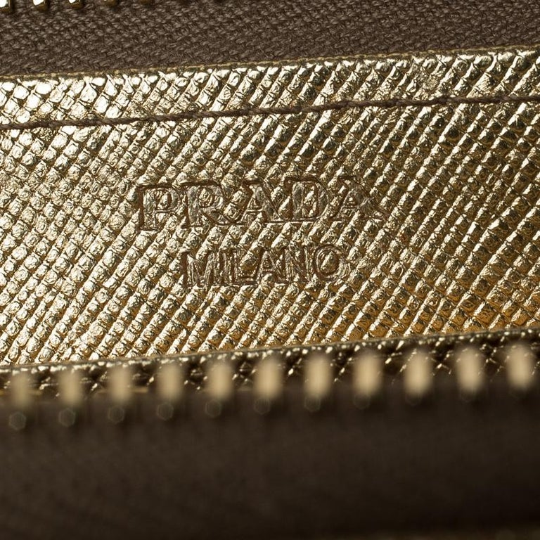 Prada Gold Saffiano Metal Leather Zip Around Wallet In Good Condition For Sale In Dubai, Al Qouz 2