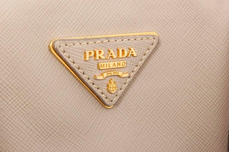 Women's Prada Gray Saffiano Leather Tote Bag For Sale