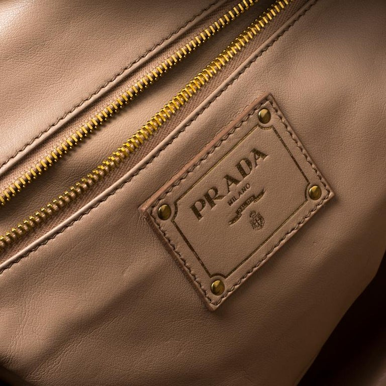 687069cad34bb9 Prada Green Vitello Shine Leather Bowler Bag For Sale at 1stdibs