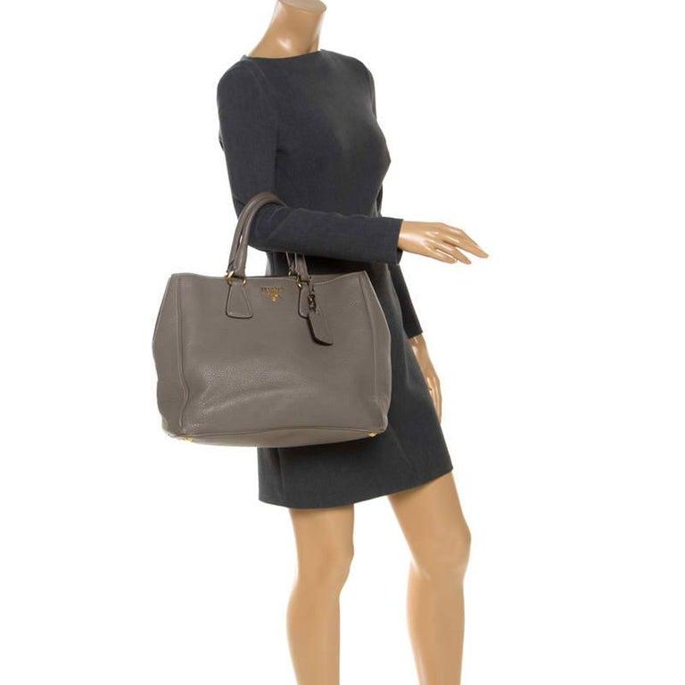 Prada Grey Leather Vitello Daino Tote In Good Condition For Sale In Dubai, Al Qouz 2