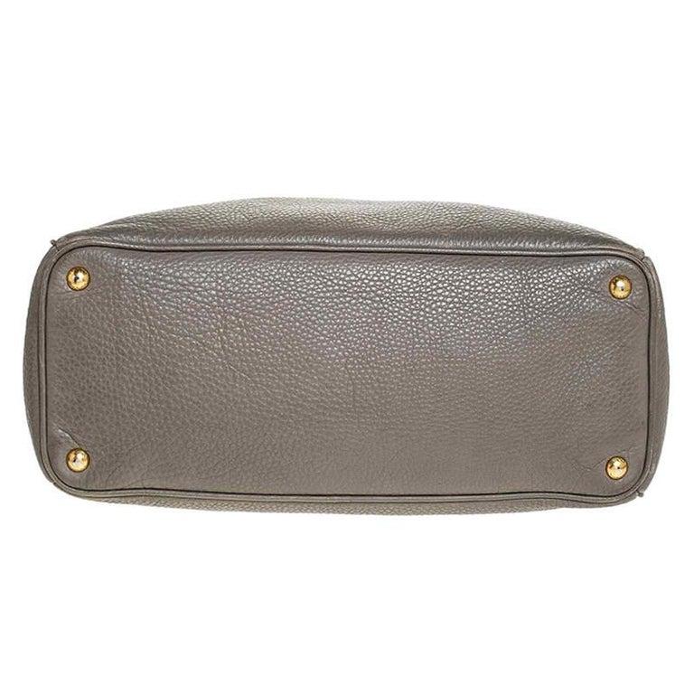 Women's Prada Grey Leather Vitello Daino Tote For Sale