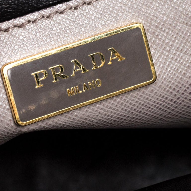 Prada Grey Saffiano Soft Leather Middle Zip Tote For Sale 2