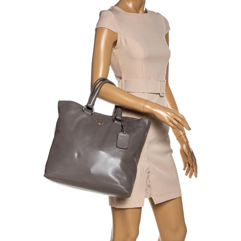 A creation that is both highly functional and luxe is this tote by Prada. Crafted from calf leather, this tote flaunts the brand's signature on the front. It is held by dual handles and comes with a spacious interior made to hold your essentials