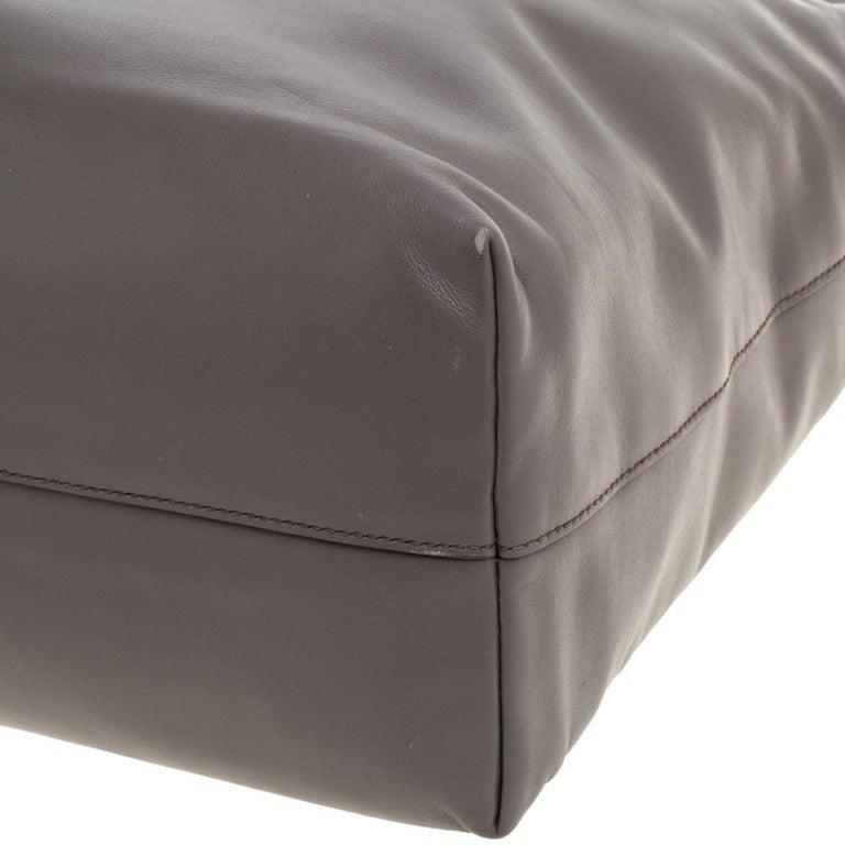 Prada Grey Soft Calf Leather Shopper Tote In Good Condition For Sale In Dubai, Al Qouz 2