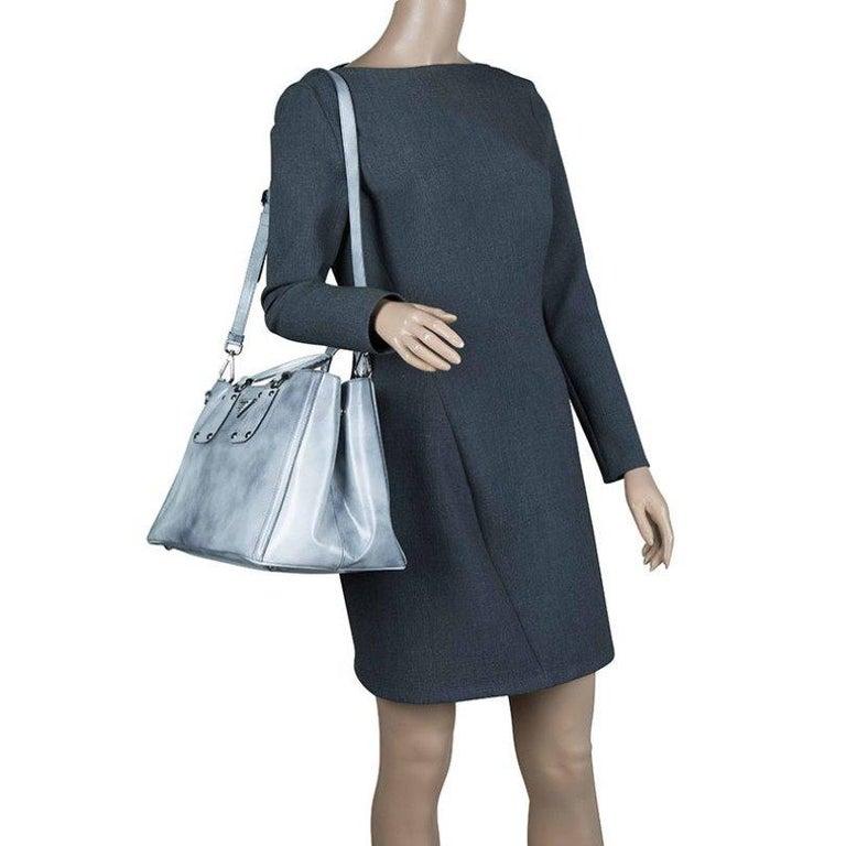 Prada Grey Spazzolato Leather Shopping Tote In Good Condition For Sale In Dubai, Al Qouz 2
