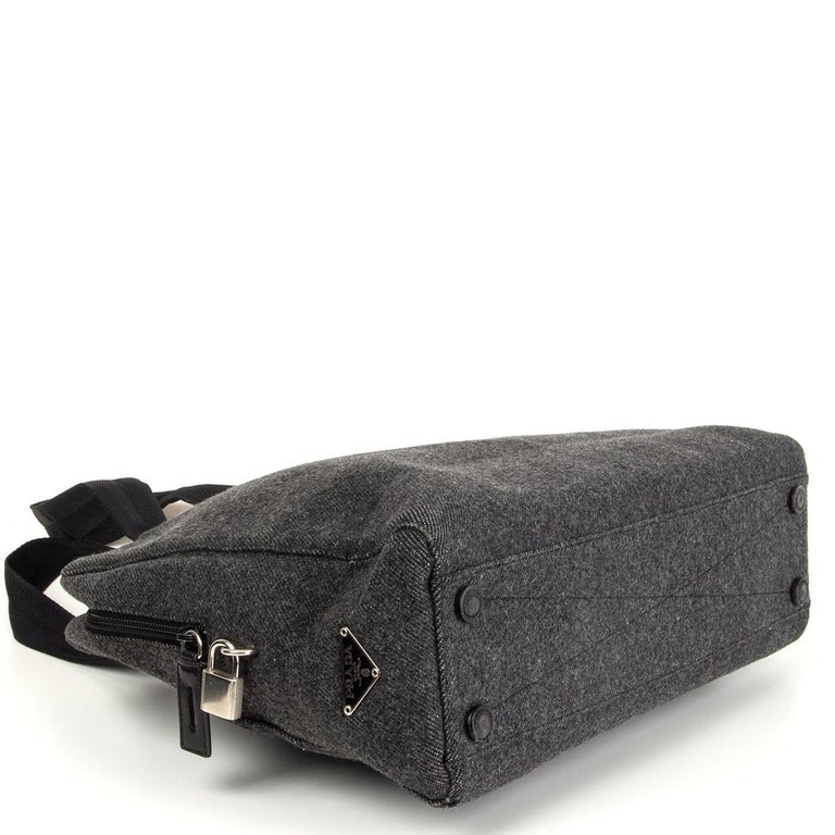 PRADA grey wool Double Handle Bag In Good Condition For Sale In Zürich, CH
