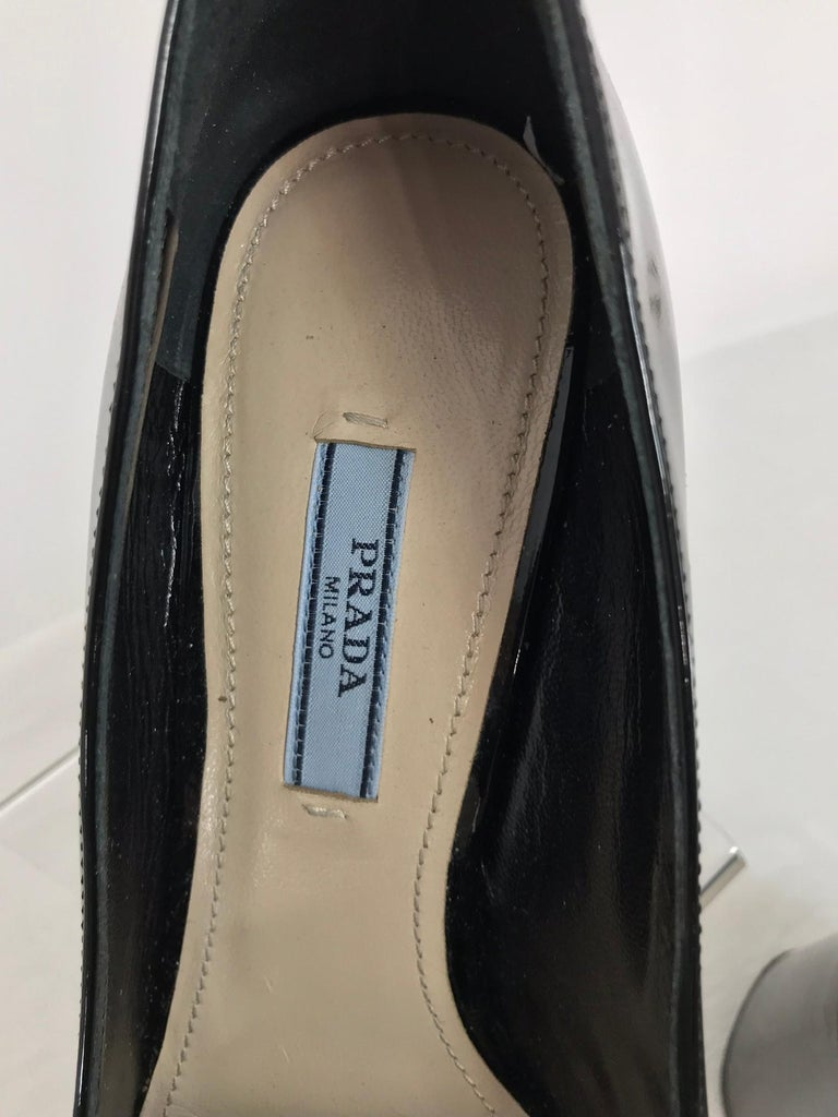 Prada Kiltie Chain Pumps Black Patent Leather 38 For Sale 6