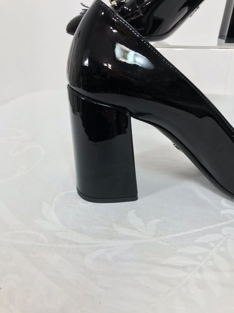 Prada Kiltie Chain Pumps Black Patent Leather 38 For Sale 3