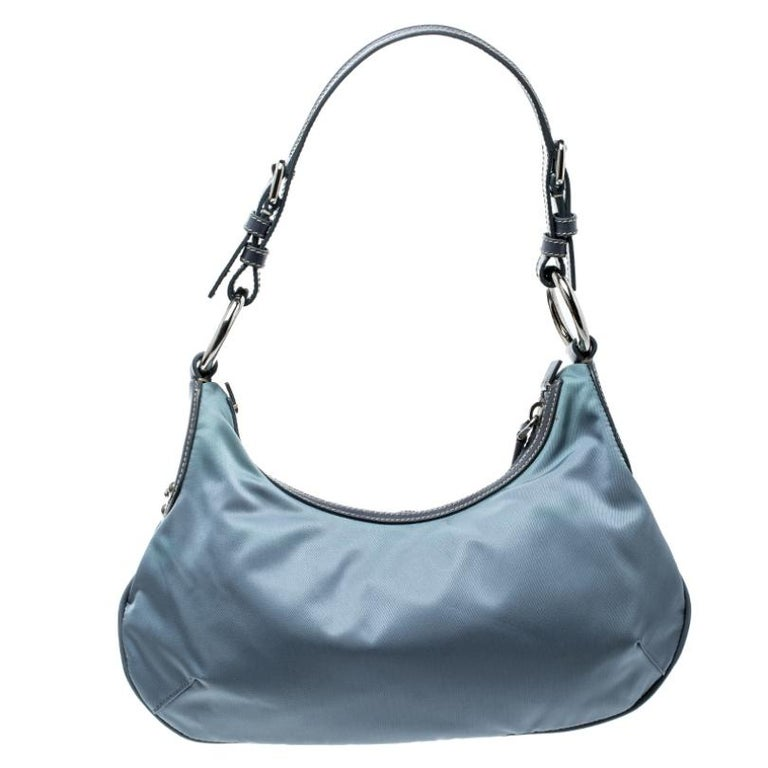 Poshness pairs with style for this distinguished piece. A light blue bag to match your dress for an evening out. This Prada creation is a high-quality product that is stylish and durable. Made in nylon, it has a single shoulder strap, the logo on