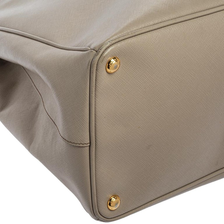 Prada Light Grey Saffiano Lux Leather Executive Double Zip Tote For Sale 3