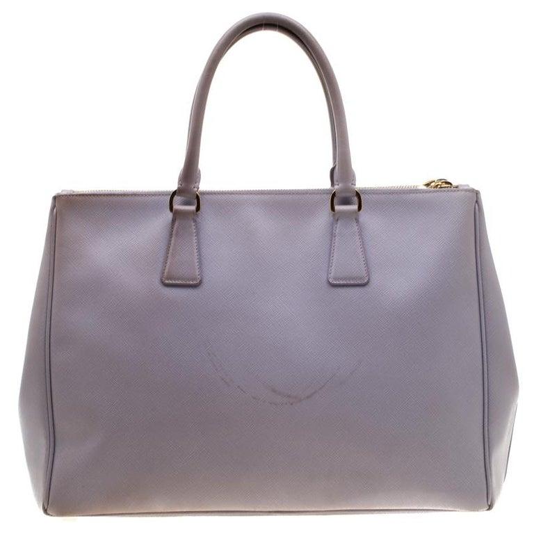 Prada Lilac Saffiano Lux Leather Large Double Zip Tote In Good Condition In Dubai, Al Qouz 2