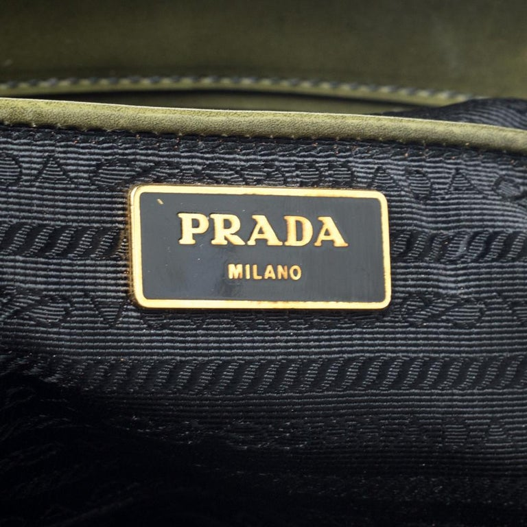 Prada Military Green Fiori Patent Leather Medium Double Zip Tote In Good Condition For Sale In Dubai, Al Qouz 2