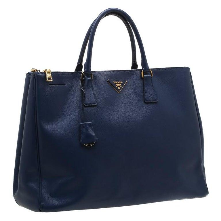 Prada Navy Blue Saffiano Leather Executive Double Zip Tote In Good Condition In Dubai, Al Qouz 2