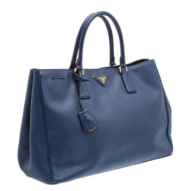 f364755d75f2d3 Prada Navy Blue Saffiano Lux Leather Large Tote In Good Condition For Sale  In Dubai,