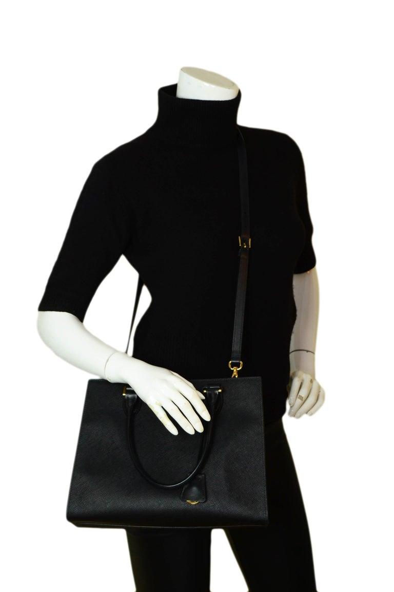 Prada Nero Black Saffiano Leather Lux Convertible Tote Bag w/ Strap 1BA118 In Excellent Condition For Sale In New York, NY
