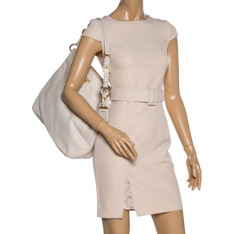 Prada Off White Vitello Daino Leather Zip Hobo In Good Condition For Sale In Dubai, Al Qouz 2