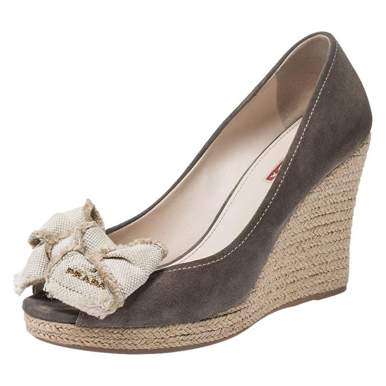 Prada Olive Green/Beige Suede and Canvas Bow Peep Toe Wedge Pumps Size 38.5 For Sale
