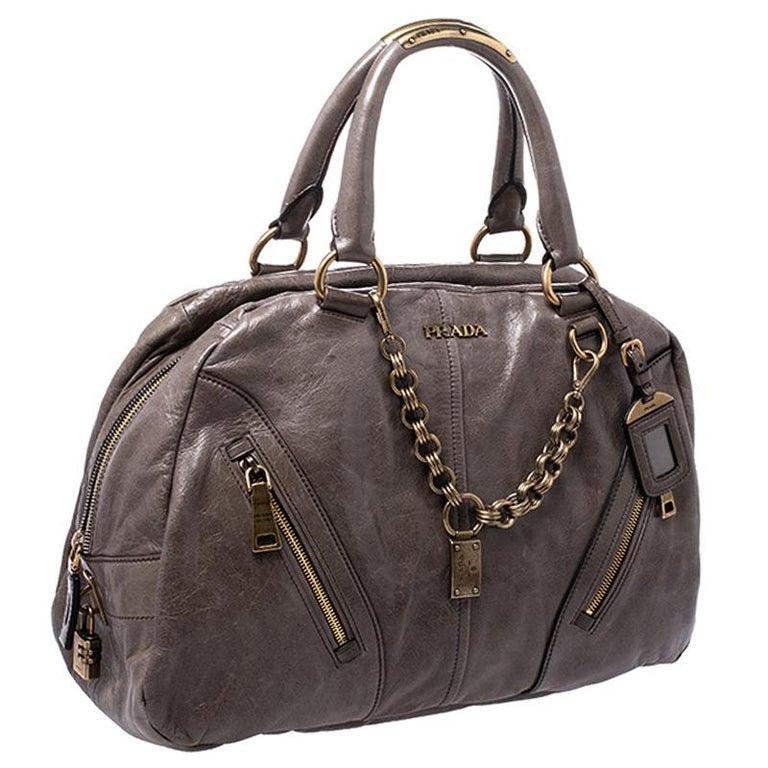 Prada Olive Green Leather Front Zip Boston Bag In Good Condition For Sale In Dubai, Al Qouz 2