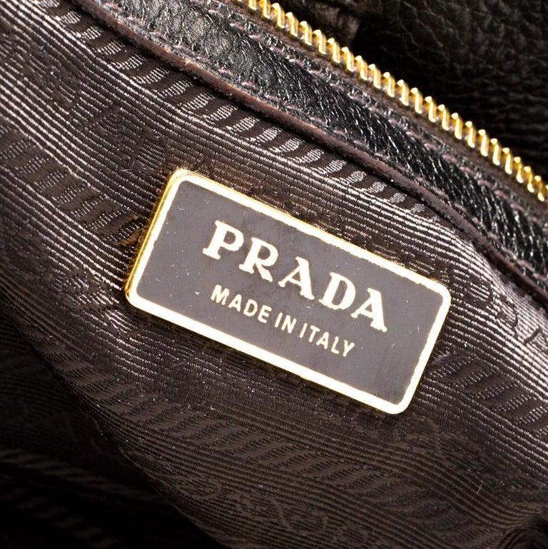 Prada Olive Green Metallic Vitello Daino Leather Hobo In Good Condition For Sale In Dubai, Al Qouz 2