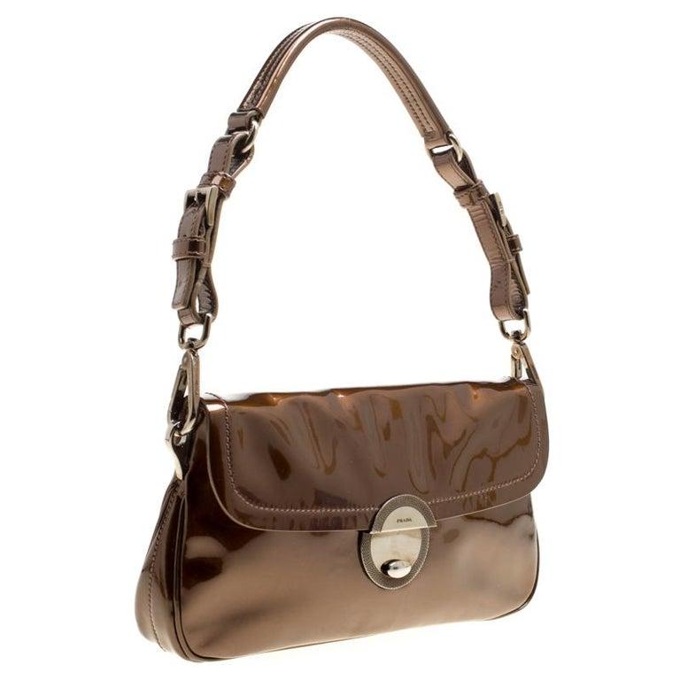 64474bc49fa1 Prada Olive Green Patent Leather Shoulder Bag For Sale at 1stdibs