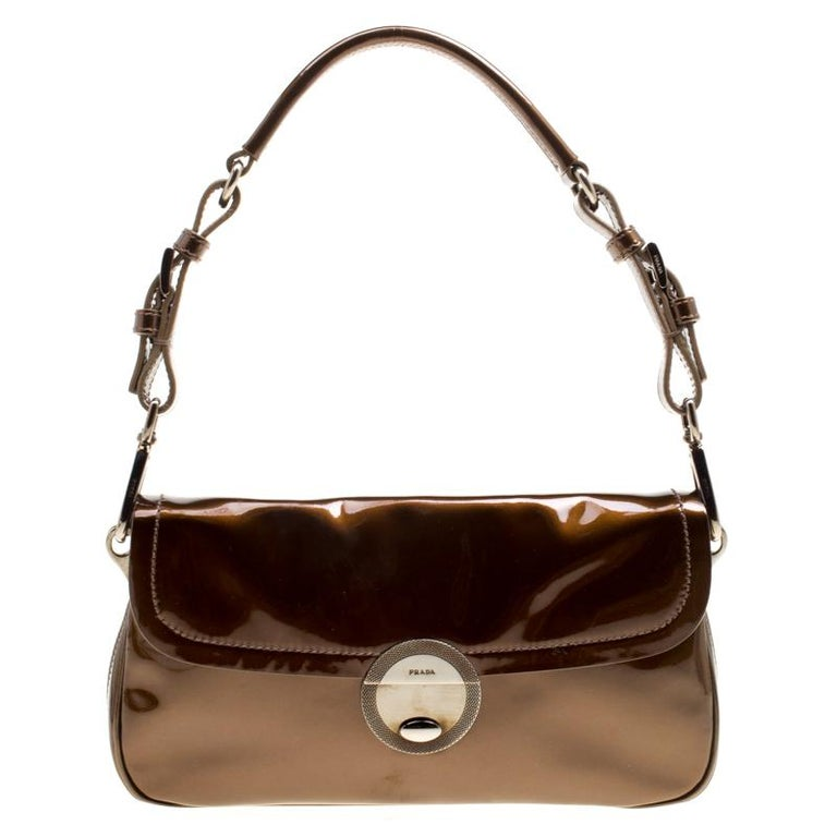 753ae1c34efc Prada Olive Green Patent Leather Shoulder Bag For Sale at 1stdibs