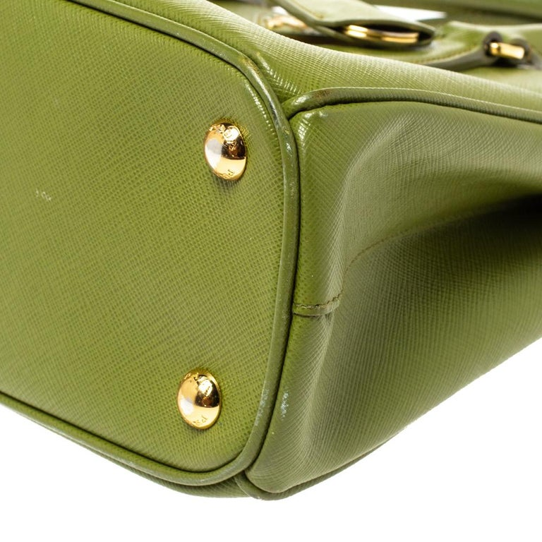 Prada Olive Green Saffiano Lux Leather Small Double Zip Tote For Sale 4