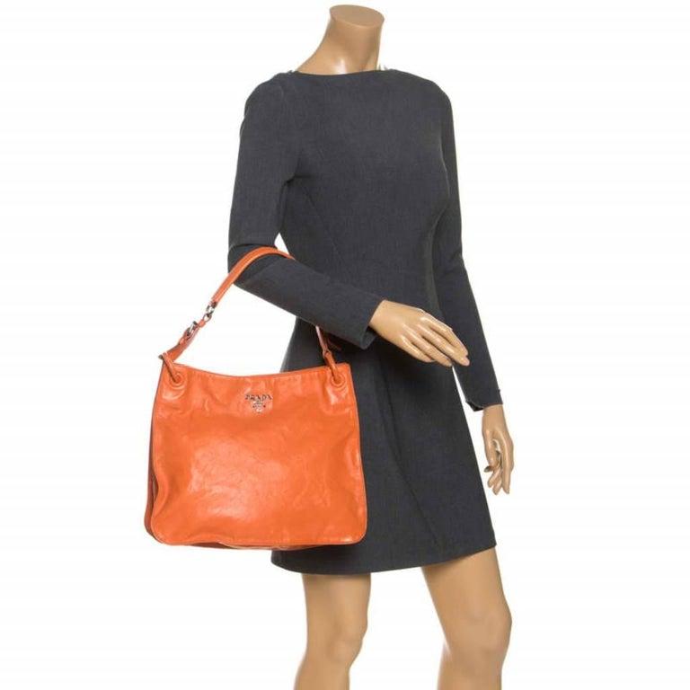 Prada Orange Crinkled Leather Hobo Bag In Good Condition For Sale In Dubai, Al Qouz 2