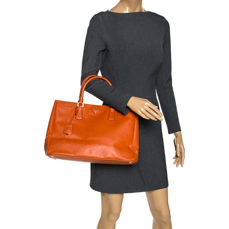Prada Orange Saffiano Lux Leather Large Gardener's Tote In Good Condition For Sale In Dubai, Al Qouz 2