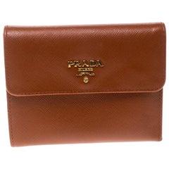 Prada Geldbörse aus luxuriösem orangem Saffiano Leder