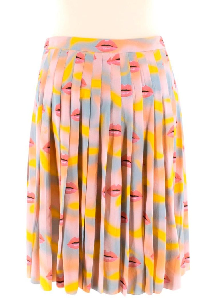 Prada Pastel Lip Print Pleated Skirt XXS 38 In Excellent Condition For Sale In London, GB
