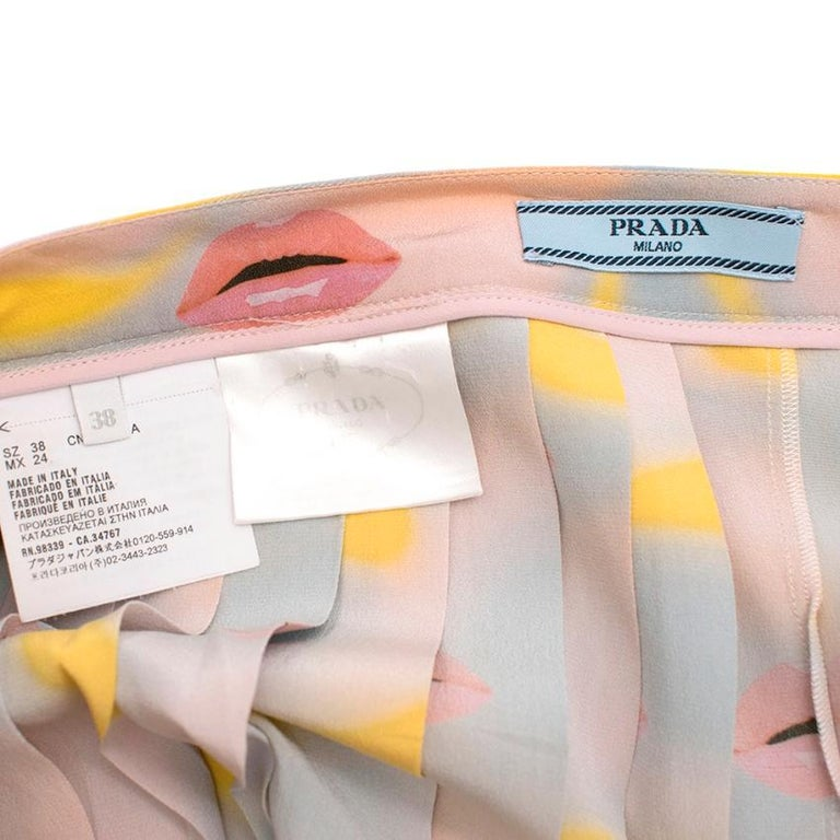 Women's Prada Pastel Lip Print Pleated Skirt XXS 38 For Sale