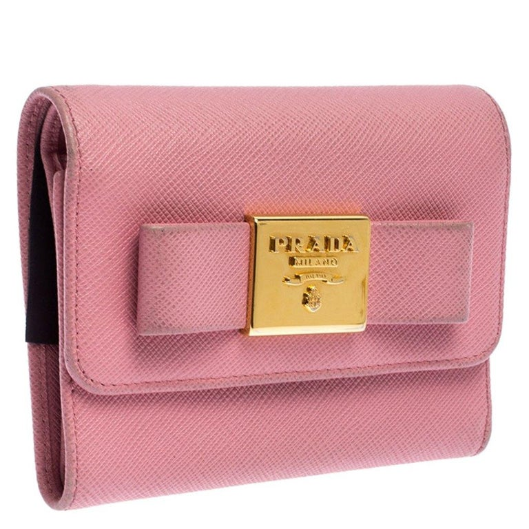 Prada Pink Saffiano Leather Bow Flap Trifold Wallet In Good Condition For Sale In Dubai, Al Qouz 2