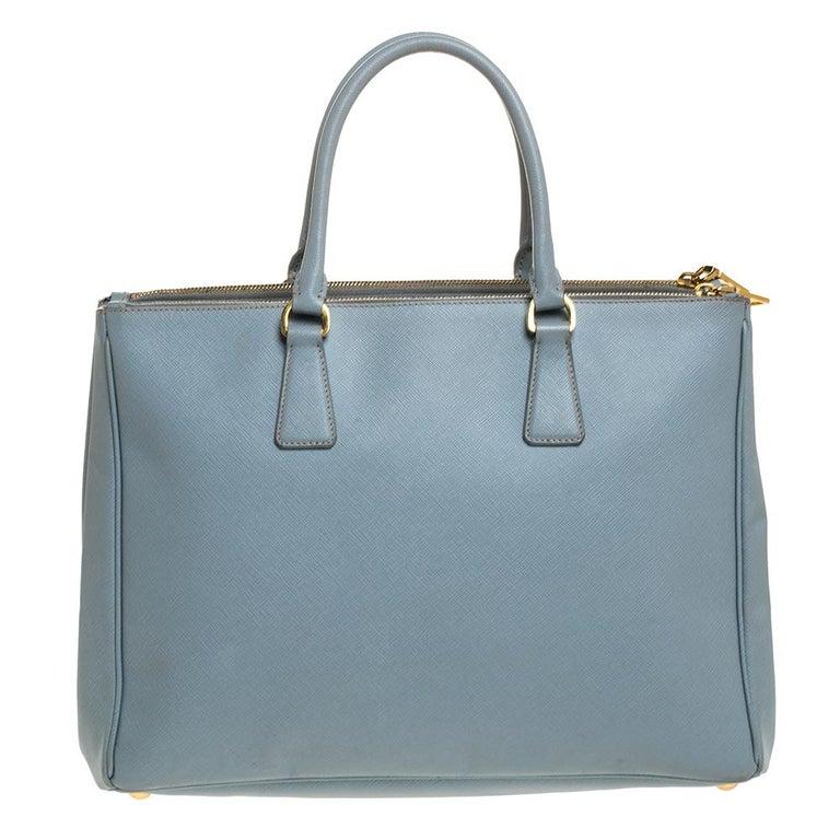 Prada Powder Blue Saffiano Lux Leather Large Double Zip Tote In Good Condition For Sale In Dubai, Al Qouz 2