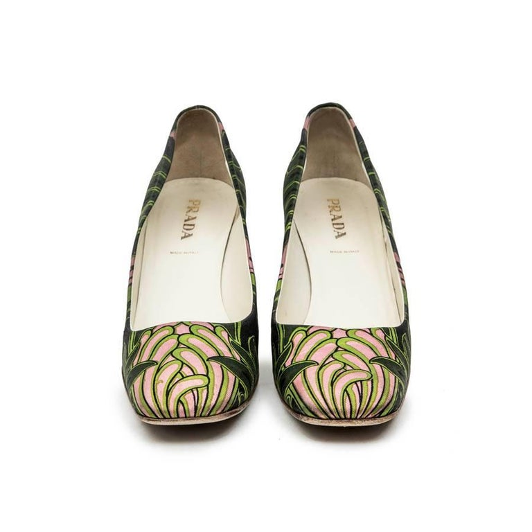 Prada pumps with green and pink prints,  with square toe. Size 38.5  In good used condition.  Dimensions: heel height 8 cm, width of the outsole 8 cm.  Will be delivered in their Prada pouch and box