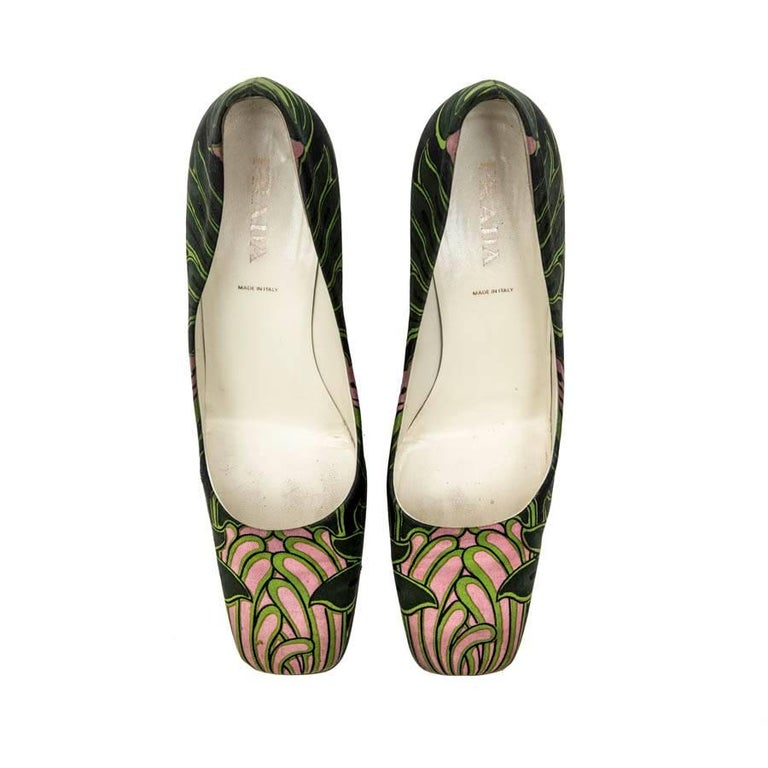 PRADA Pumps with Green and Pink Prints and Square Toe Size 38.5FR In Good Condition For Sale In Paris, FR