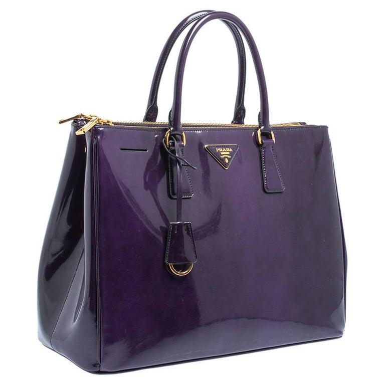 Prada Purple Patent Leather Large Double Zip Tote In Good Condition For Sale In Dubai, Al Qouz 2
