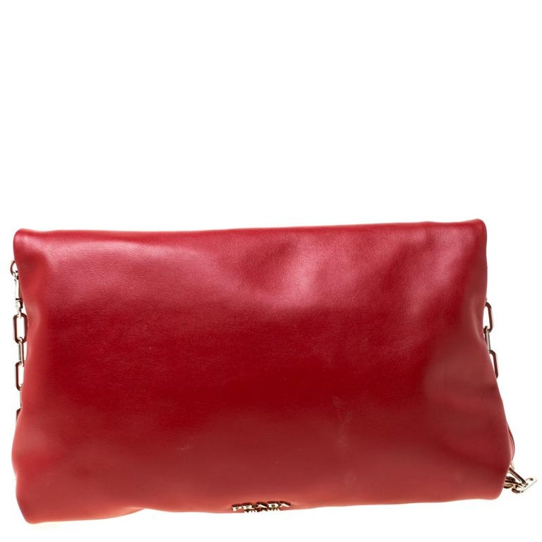 Carefully designed to evoke a fashionable feel, this leather bag is sure to make heads turn. This piece with a leather exterior is a splendid pick. This accessory from Prada will include a dash of charm to your closet. It has a folded top and a