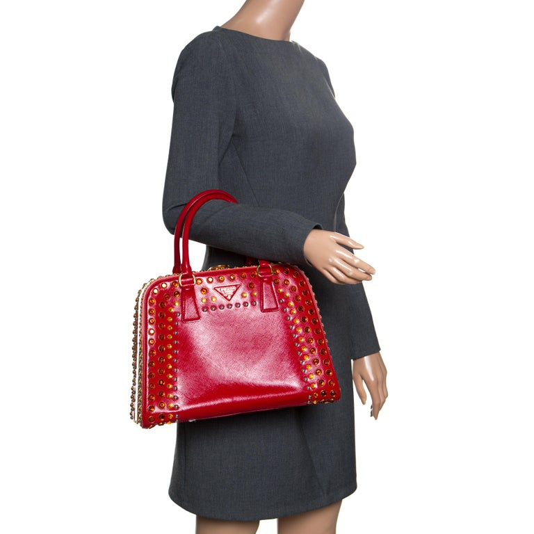 Prada Red Patent Leather Pyramid Frame Top Handle Bag In Good Condition For Sale In Dubai, Al Qouz 2