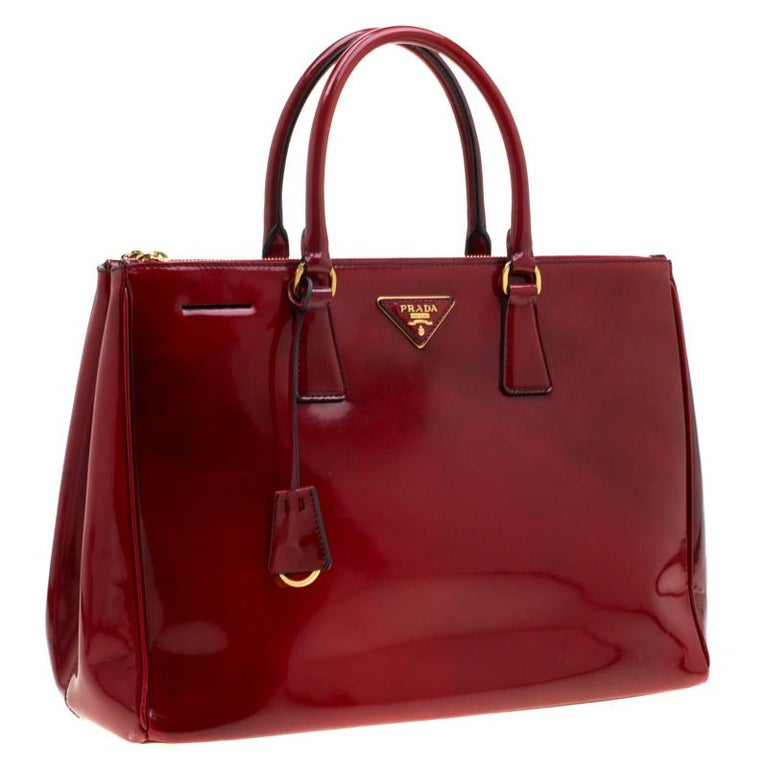 Women's Prada Red Patent Spazzolato Leather Large Double Zip Tote For Sale