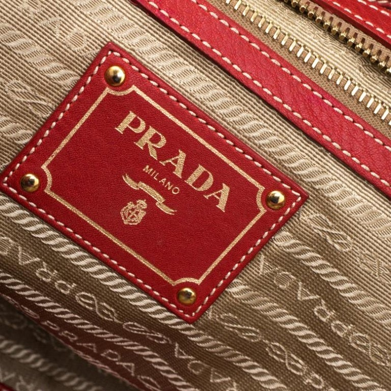 Prada Red Pebbled Leather Messenger Bag For Sale 2