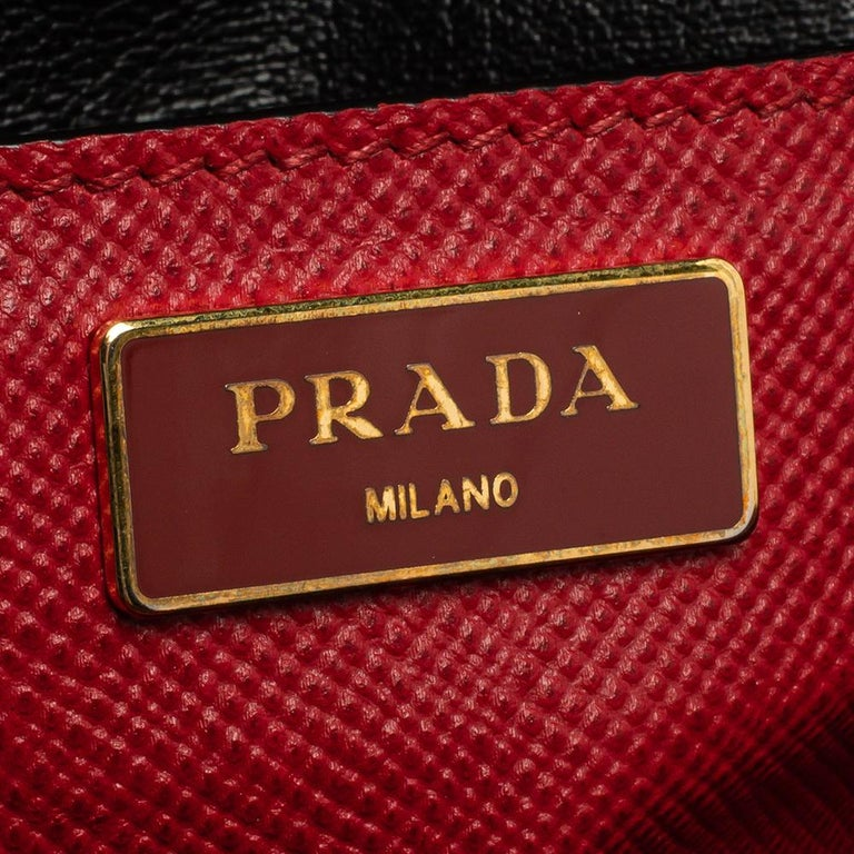 Prada Red Saffiano Cuir Leather Open Promenade Studded Bag For Sale 6