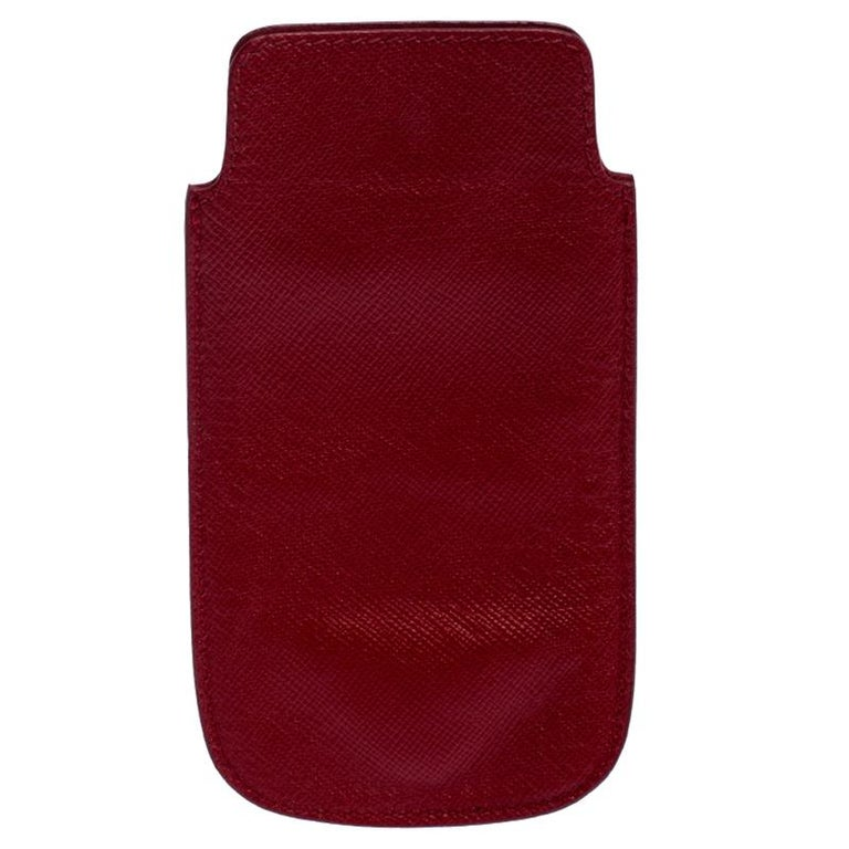 A truly sophisticated accessory for your precious iPhone, this Prada case is simply awesome. It is crafted from red Saffiano leather. The exterior features the brand logo at the bottom. This case could be your most favorite purchase.  Includes: The