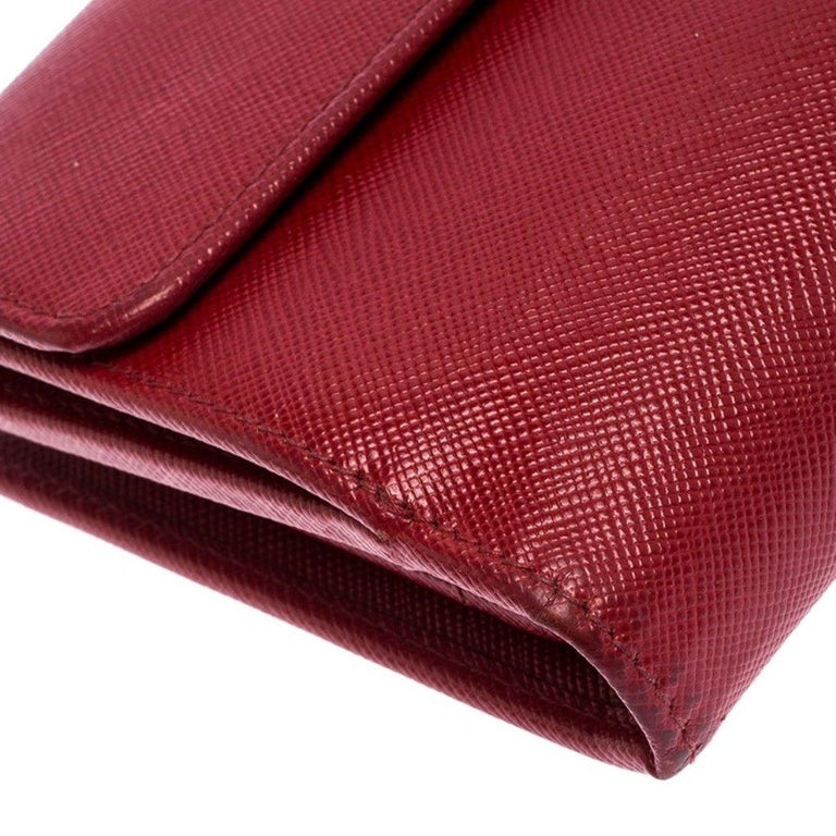 Prada Red Saffiano Lux Leather Flap Continental Wallet For Sale 2