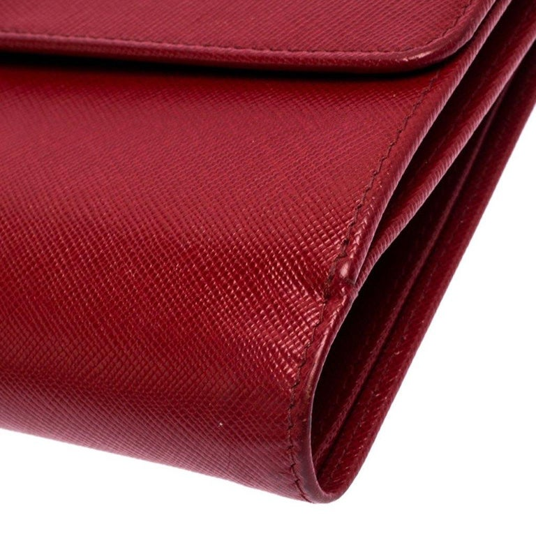 Prada Red Saffiano Lux Leather Flap Continental Wallet For Sale 3
